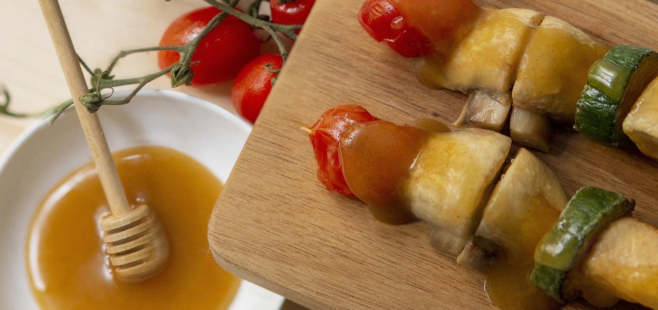 Broquetes de pollastre amb verdures, xampinyons i OliMel amb gingebre