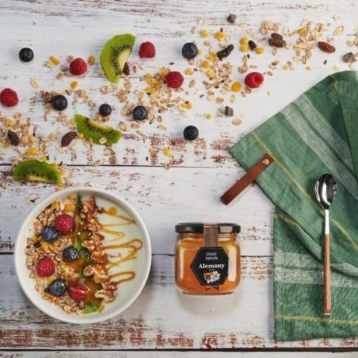 Miel con polen, jalea real y propóleo Alemany para combinar con yogur, frutos rojos y muesly