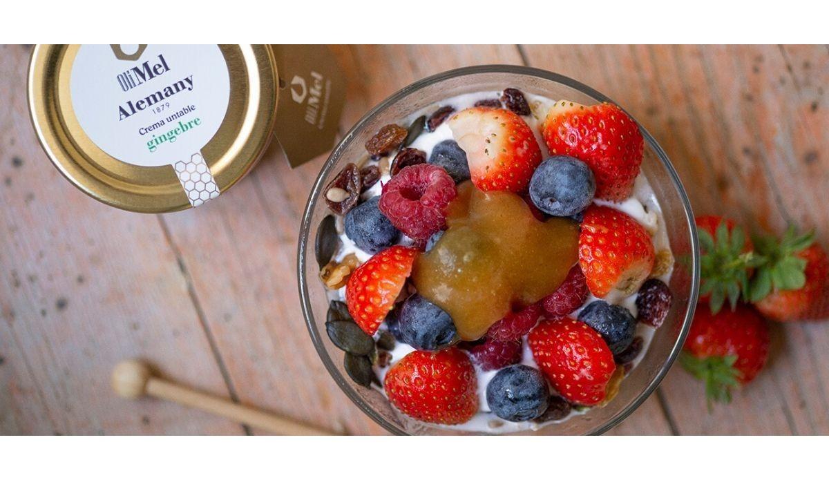 Recepta Postres: Iogurt, granola, fruita i OliMel amb gingebre