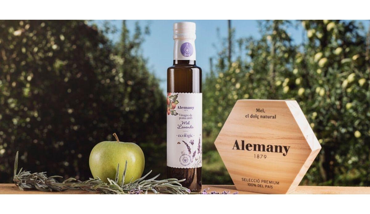 Aliñemos juntos el vinagre de manzana con miel de lavanda