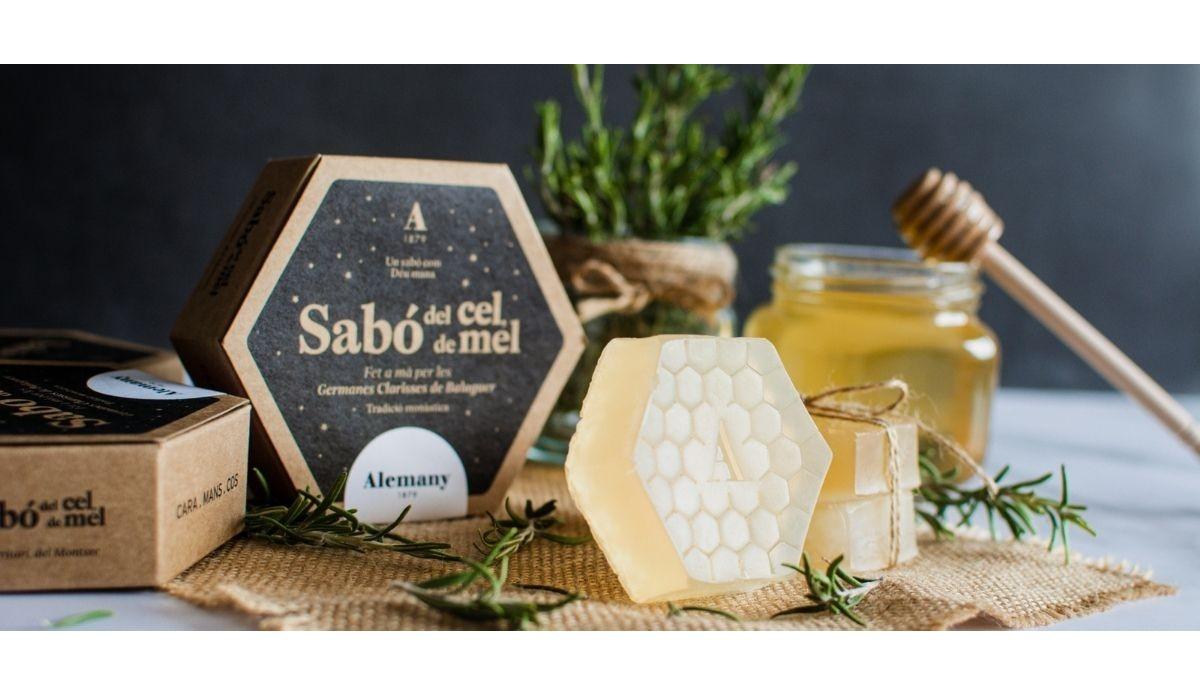 Las Hermanas Clarisas del Convento del San Cristo de Balaguer y Alemany elaboran un jabón hecho con miel