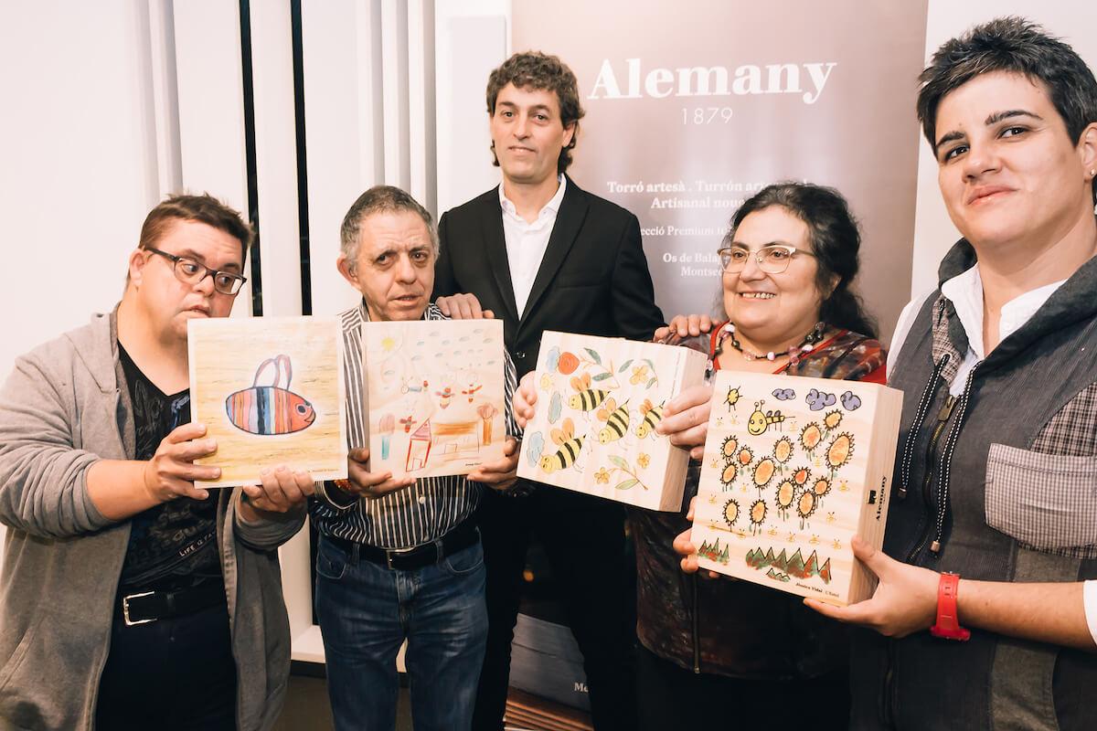 Els autors que han resultat guanyadors de les quatre il·lustracions són: Silvia Tribulietx (Ilersis Shalom), David Padilla (Fundació Aspros), Jèssica Vidal (L'Estel) i Josep Giralt (La Torxa), que van rebre el premi de mans del gerent de Torrons i Mel Alemany, Ferran Alemany.